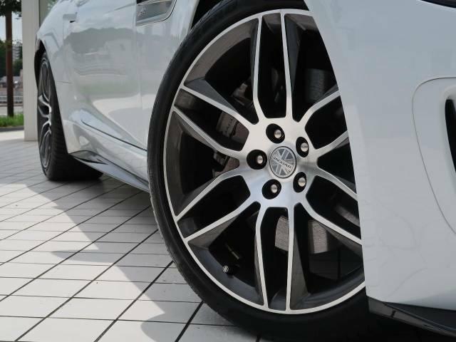 純正20インチホイール!目を惹くデザインで車体との相性も良く必見の装備です。スポーティなF-TYPEの魅力を際立たせます!