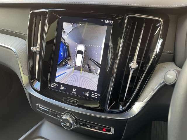 リアカメラによる後方の確認だけでなく、真上から見下ろすバードアイ映像を映し出す360度ビューカメラで、自車周辺の詳細な状況を確認できます。