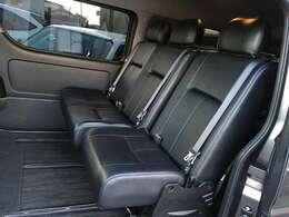 workbox社の8人乗りシートKIT フロアは硬質パネル。