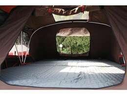 ○テントの中も広々!厚さ約6.5センチの低反発マットレスで快適です(^^) 大人二名、子供二名まで乗れます(^^) ※あくまで原則です!体重制限によりこの限りではありません。