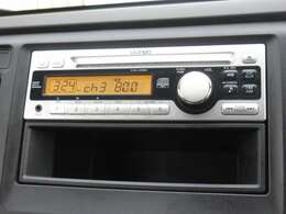N-WGNに付いているオーディオはギャザズ1DINCDチューナー(CX-128C) が装着されております。CDプレーヤー・AM/FMチューナー付です。お好みの音楽を聞きながらのドライブは楽しさ倍増ですね!