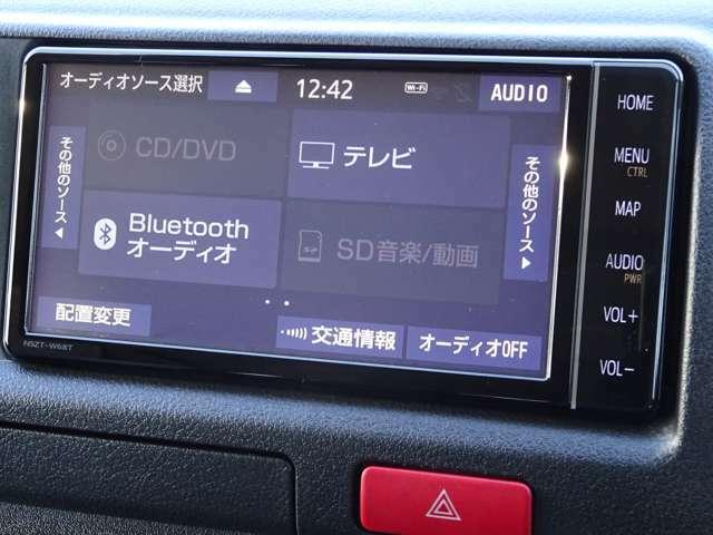 純正SDナビゲーション(NSZT-W68T)+TVコントロールが装備されています。DVDビデオ+フルセグTVの視聴が可能です。Bluetooth対応です。