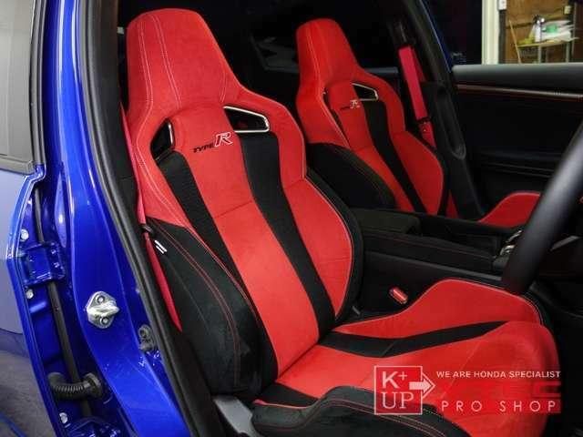 タイプR専用シートも綺麗なコンディションを保っております。着実なホールド感と高密度ウレタンで長距離ドライブも疲れにくいオリジナルシート。
