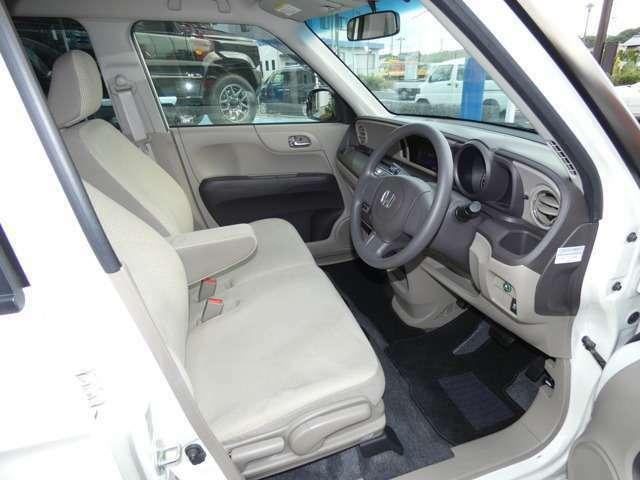 ●運転席用i-SRSエアバッグシステム〈連続容量変化タイプ〉&助手席用SRSエアバッグシステム ●ヒルスタートアシスト機能