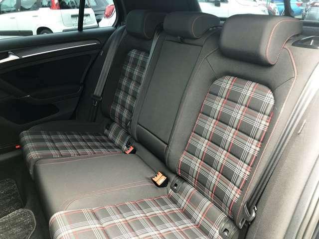 リヤシートも使用感少なく良好な状態です。