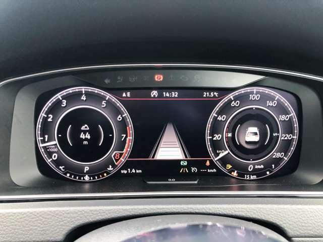最新のデジタルメーターです。各種車両情報以外にナビ等も表示可能です。