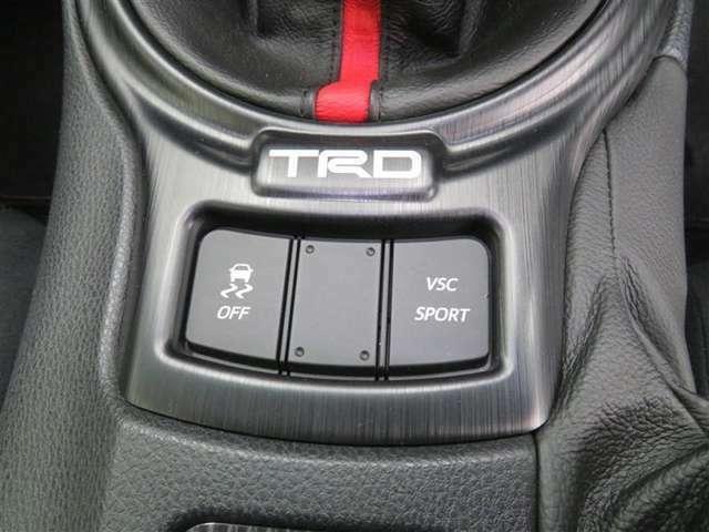 スポーツモードや横滑り防止のコントロールができます。サーキット走行にも適しています。