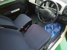 運転席はシンプルかつわかりやすい配置になっております。