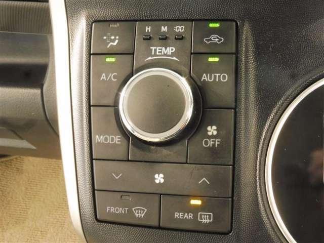 オートエアコン付きなので一度、気温を設定すれば自動的に過ごし易い温度に調整してくれますよ。 車内をいつでも快適空間にしてくれます。