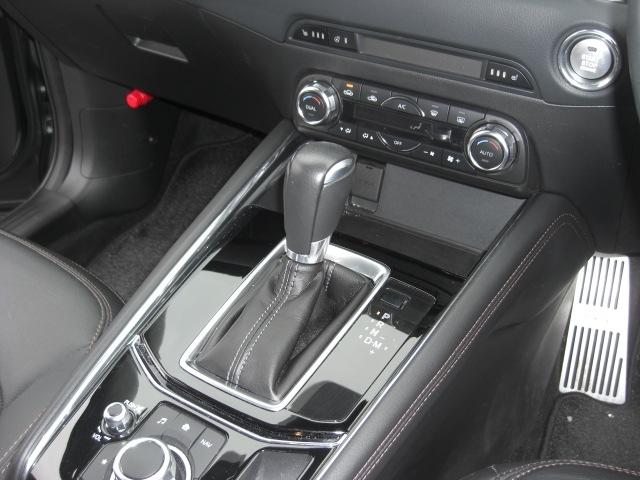 前席シートヒーター完備♪エンジンONですぐに暖かくなりますので、冬場の冷えた車内が温まる前に活用頂くと大変効果的です♪