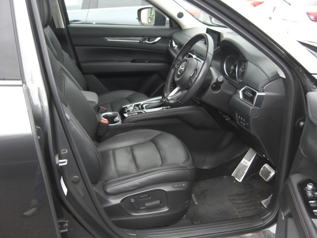前席電動シート装備!運転席だけでなく助手性も電動で動きます!細かなシート調整でお好みのシートポジションを!運転席はメモリー機能付き♪