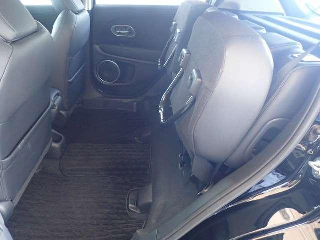 ◆チップアップ&ダイブダウン機構付【ULTR SEAT】は後席座面を左右分割で跳ね上げることができます。トランクで積載できない背の高い荷物をラクラク収納できます。ホンダ車ならではの人気装備です。