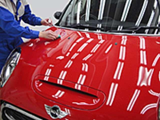 Aプラン画像:ガラスーティング剤の塗り込み 作業を行います。