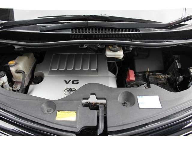 納車時には、エンジンオイル・エレメント交換、バッテリーは新品に交換しております。また交換が必要なパーツ類も交換しております。外装においては、外装磨き後、ポリマーコーティングを施します。