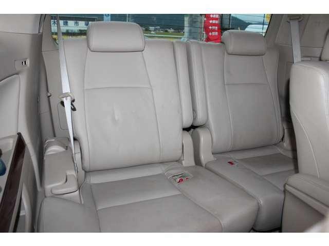 パワーバックドア搭載!キー本体のボタンや運転席のスイッチからでもリアゲートの自動開閉が可能です!