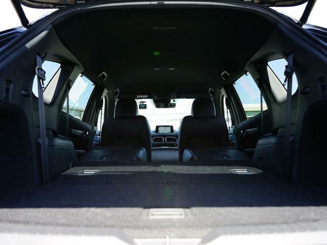 広々ラゲッジスペースはレジャーやアウトドアにピッタリです。サードシートは5:5の2分割で折畳むことができます◎後部座席を倒せばたくさんの荷物を積めるフラットなラゲッジスペースになります。