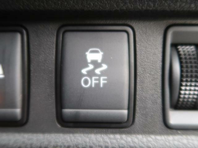 ●横滑り防止装置●『急なハンドル操作時や滑りやすい路面を走行中に車両の横滑りを感知すると、自動的に車両の進行方向を保つように車両を制御します。』