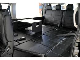 内装架装VER1車両!サードシートをベットマット展開しております!