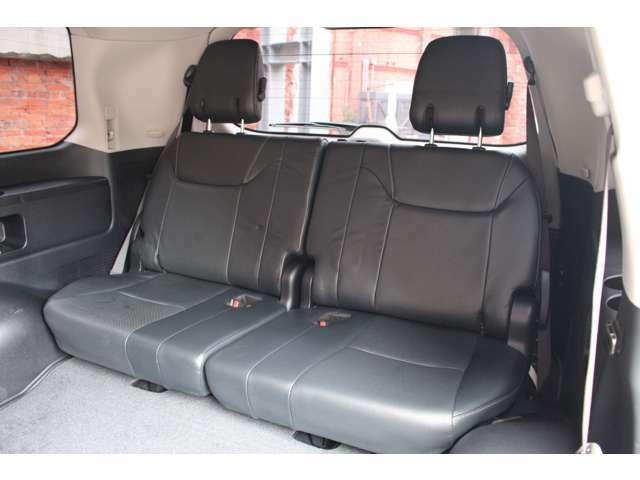 サードシートは3人掛けになっており、乗車定員8人乗りになります。