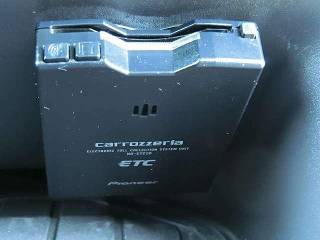 社外ETC車載器(カロッツェリア/ND-ETC20)が装備されています。