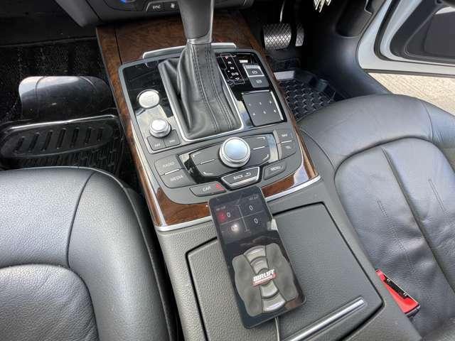 エアサスのコントローラーです。専用スマホアプリによる車高の遠隔操作も可能です。