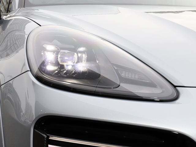 LEDヘッドライト装備(PDLS+含む)