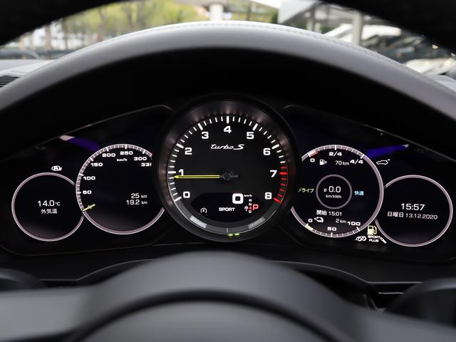 視認性良く、整然と配置された5連メーターはドライバーに重要な情報を瞬時に提供します。
