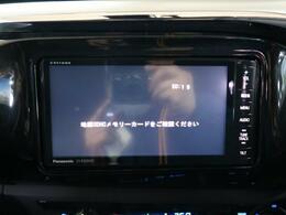 SDナビを装備!【DVDや地デジ・フルセグTVの視聴、CDからの音楽録音などの機能が有ります♪】