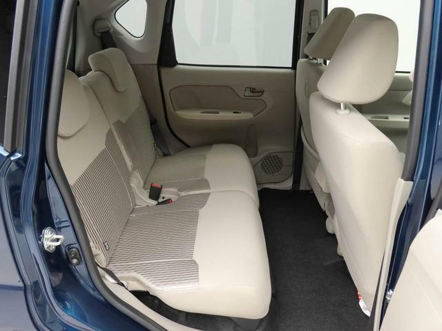 後部座席の床面から凹凸をなくすことで、開放感のあるフラットなフロアになっています。足元スペースが広く感じられ、隣の席への移動もスムーズにできます。