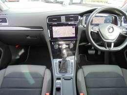 「デジタルメータークラスター」・「全車速追従式ACC(クルーズコントロール)」・「DiscoverPro(Volkswagen純正ナビゲーションシステム)」・「リアビューカメラ」等装備充実。
