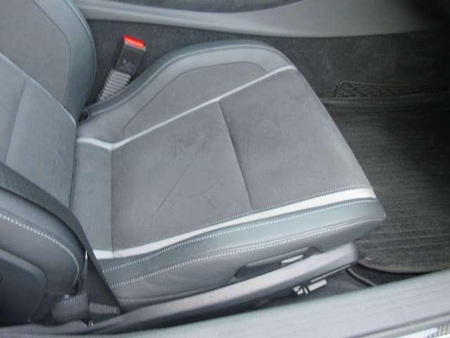 助手席もパワーシートとランバーサポートです。