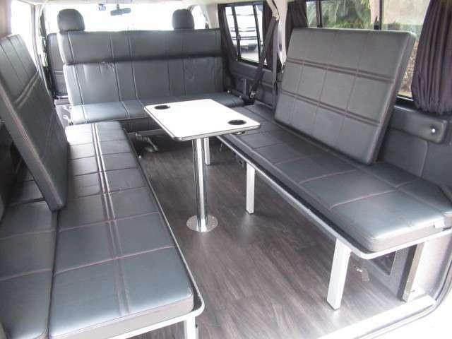 2列目シートは反転しての対面座席で使用が可能となっております♪