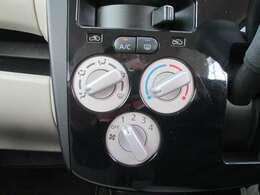 室温の調整が扱いやすいマニュアルエアコンです!シンプルなので操作が簡単!