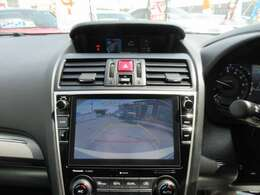 純正8型SDナビ付き♪ ガイド線付バックカメラで駐車も安心ですね♪ モニターも大きく駐車の不慣れな方でも安心ですね♪