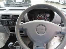 運転席エアバッグ装備してます、フロントが短い軽トラでは命綱!シートベルトもしっかり締めましょう。