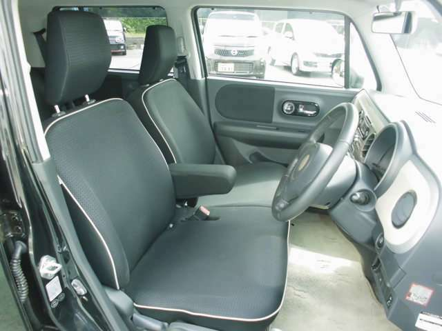 運転席のシートの高さの調整ができるシートリフター付(運転席のみ)です!