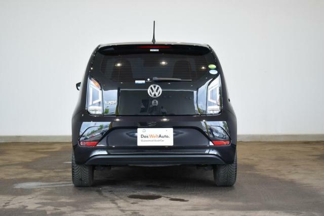 初年度登録より10年10万km以内のフォルクスワーゲン正規輸入車のみをお届けします。 *:PHEVおよびトゥアレグハイブリットは7年6か月以内