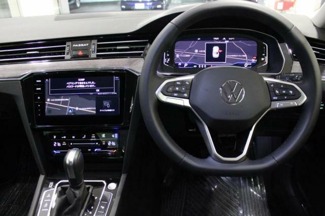 """「点検整備」ご納車前に""""Das WeltAuto""""独自の「点検チェック項目シート」により、部品や機能に関する全71項目もの厳しいチェックを実施します。"""