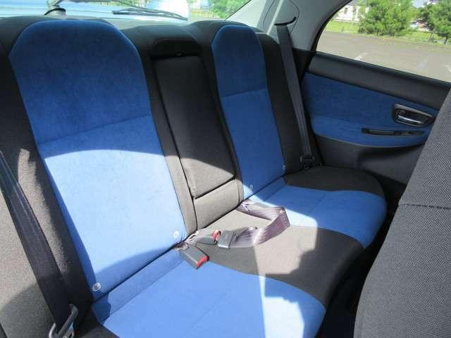 後ろの方も安心して乗れるシートです