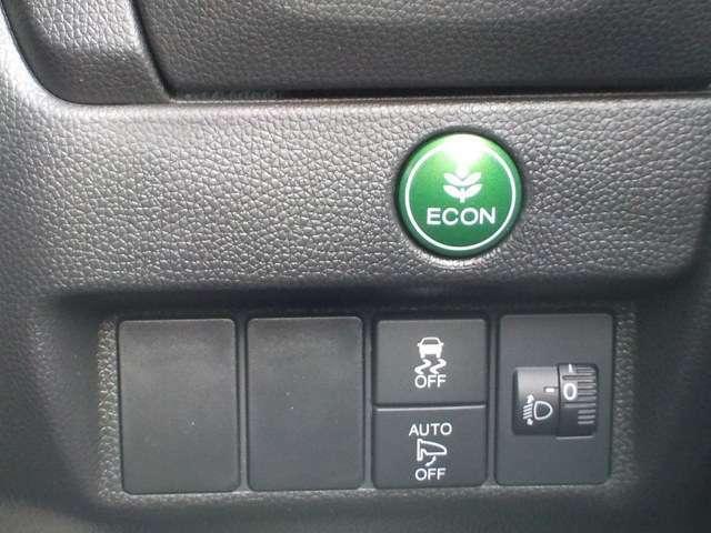 燃費が良くなるECON、横滑り防止機能のVSAスイッチは運転席の右側、手の届きやすい位置にあります。