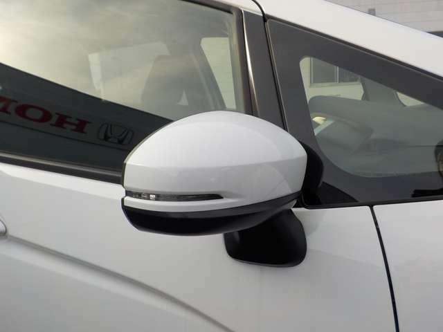 ドアミラーウィンカーはオシャレなだけではありません、サイドからの視認性も良くなる人に優しい装備です。