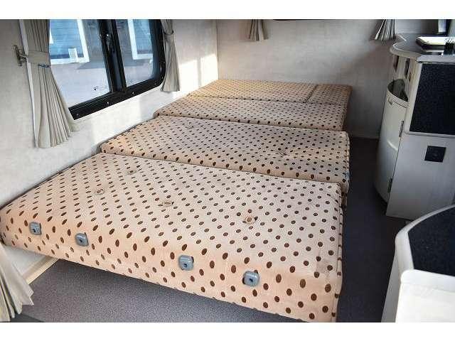 ベッド展開も簡単に出来ますよ♪大人1名・子供1名が就寝可能です!