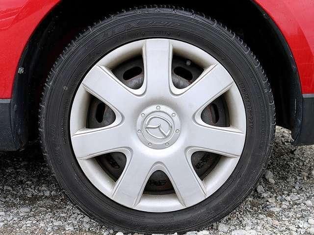 15インチタイヤです。タイヤ溝も残っておりますので、安心して乗ることが出来ます。