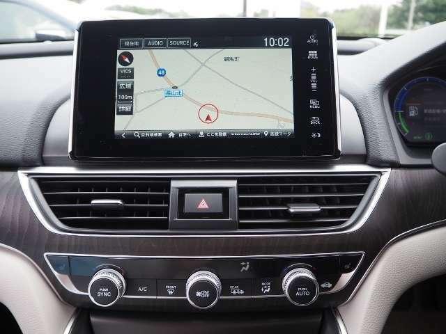 タブレット型デザイン8インチ大画面ナビ♪静電式タッチパネルにより、スマートフォンのような操作感を実現。