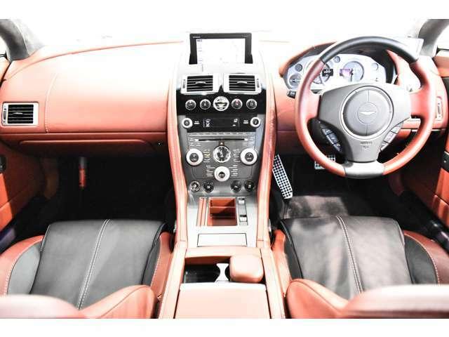 EBD(電子制御制動力最適配分装置)、EBA(電子制御緊急ブレーキ補助装置)、DSC(ダイナミックスタビリティコントロール)、TRC(トラクションコントロール)、PTC(ポジティブトルクコントロール)、純正オーディオ+6連奏CD