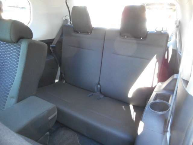 サードシートもキレイ!3列シートの7人乗り!