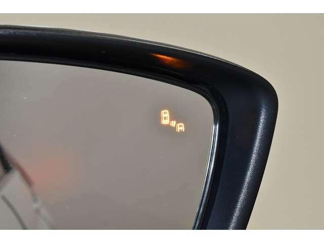 後側方車両検知警報システムを装備!斜め後方からの接近車両を検知してインジケーターの点灯や警告音でドライバーに注意を促します。