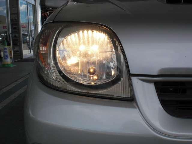 最適配光で明るく照らすハロゲンヘッドライト。