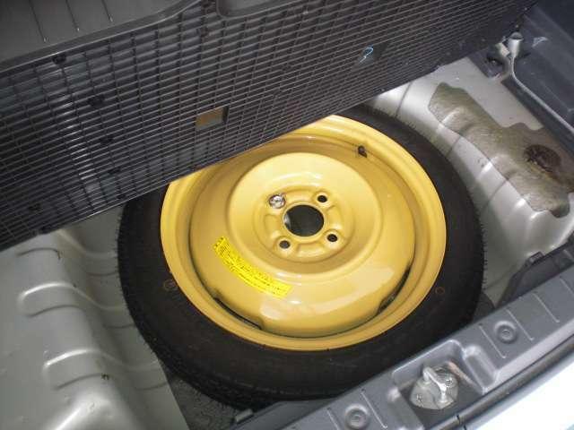 万が一のパンク時にも安心の応急用タイヤも装備