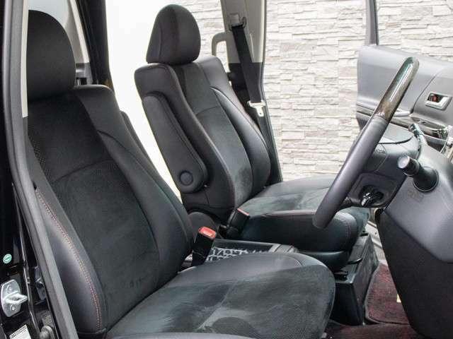 ハーフレザーシートを全席採用!高級感のある雰囲気・座り心地を体感して下さい。